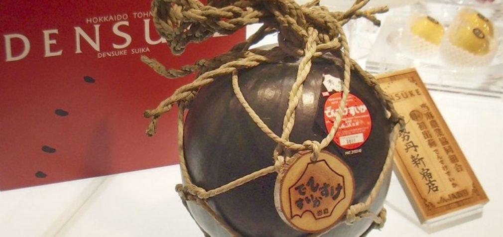 В Японии продали черный арбуз более чем за 7 тыс. долларов