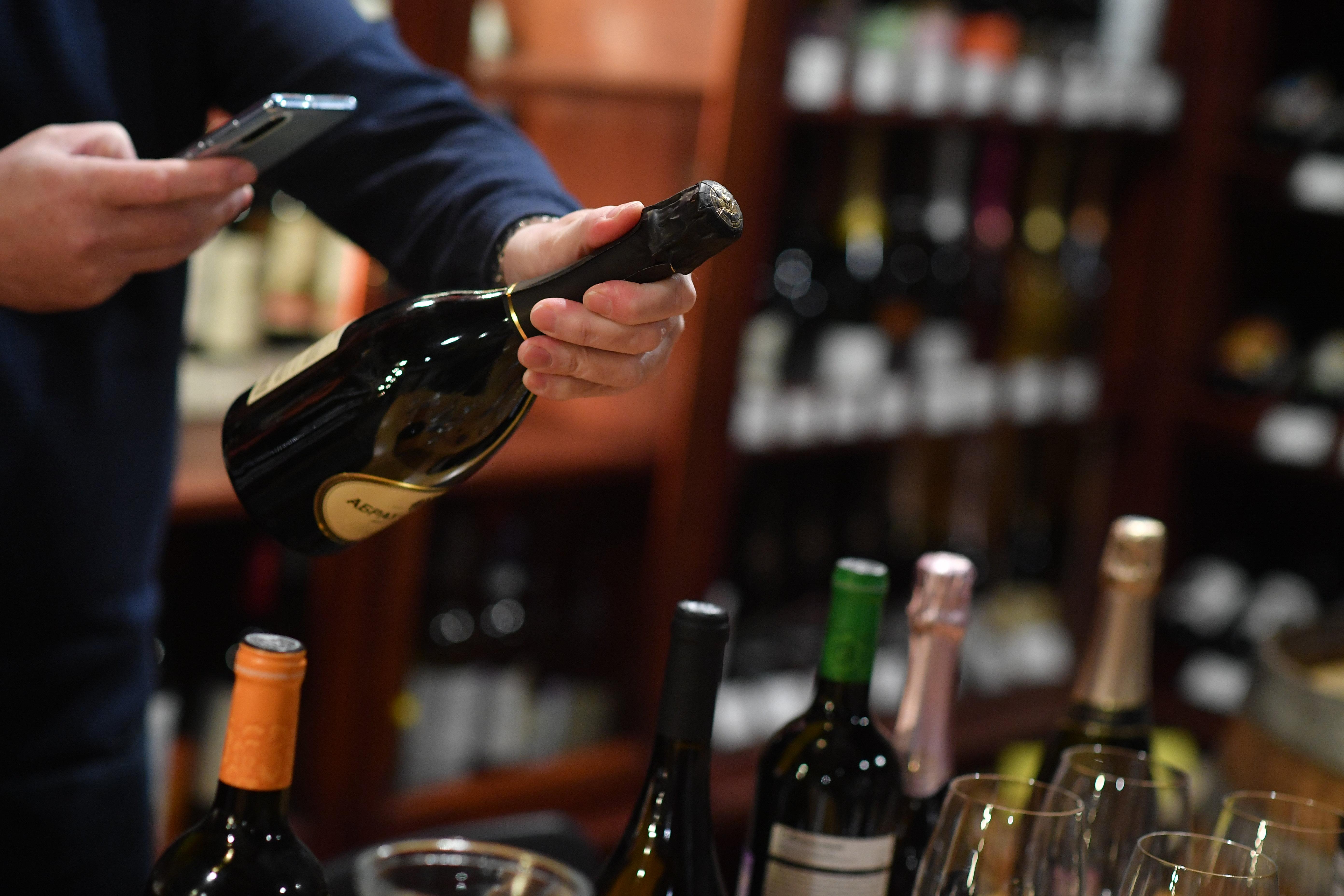 Почему россияне стали пить больше отечественного вина