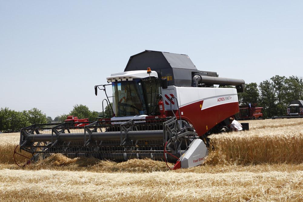 На Кубани аграрии собрали первые 1,5 миллиона тонн зерна