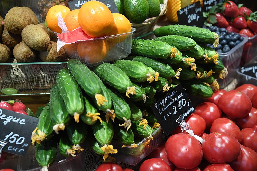 Росстат сообщил о резком росте цен на помидоры и огурцы